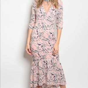 Dresses & Skirts - 3/4 Sleeve Pink Floral Dress